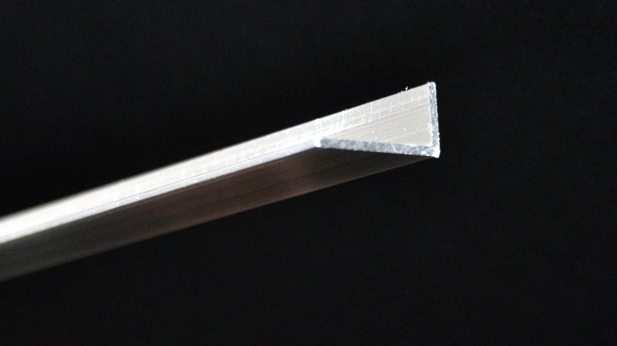 DSC_0459_a (Code – UEA25, Description – Unequal Angle, Measurement – 25mm X 12.5mm X 1.6mm, Length – 2.5m) – Copy